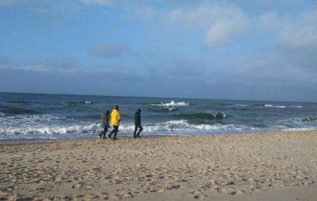 Słoneczna pogoda zachęca do wypoczynku na świeżym powietrzu. Zobaczcie zdjęcia z plaży na odcinku Mielno-Łazy.