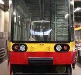 """Wózki jezdne tramwaju NF6D utknęły w Oberhausen. Modernizacja """"Bochuma"""" z poślizgiem przez pandemię?"""