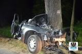 Audi uderzyło w drzewo. Dwie młode osoby nie żyją, trzecia jest w ciężkim stanie [FILM, ZDJĘCIA]