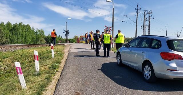 Wypadek na przejeździe kolejowym w Michałowie koło Kutna. Mężczyzna zabrany śmigłowcem LPR do szpitala