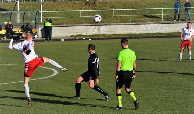 Piłkarze Wisły Nowe rozegrali kolejny, dobry mecz na wyjeździe. Z optymizmem podchodzą do kolejnego, w Rypinie.