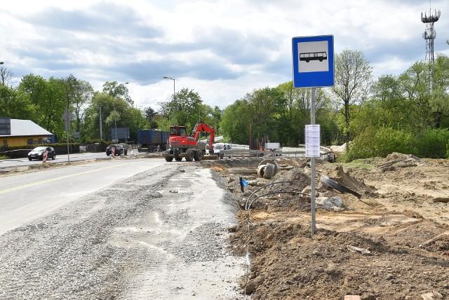 Dzisiaj ruch odbywał się jeszcze starą Lwowską, od piątku (14.05) samochody korzystać mają już z nowo wybudowanej, asfaltowej nitki ulicy, która będzie mieć teraz dwa pasy