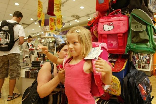Największym obciążeniem budżetu rodziców są podręczniki, sprzęt elektroniczny wspierający naukę oraz nowe ubrania - wynika z cyklicznego badania Barometr Providenta.