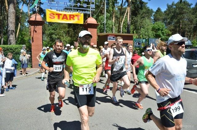 Impreza zgromadziła około 200 biegaczy. Wszyscy startowali z bramy Ośrodka Rekreacji i Turystyki nad jeziorem.