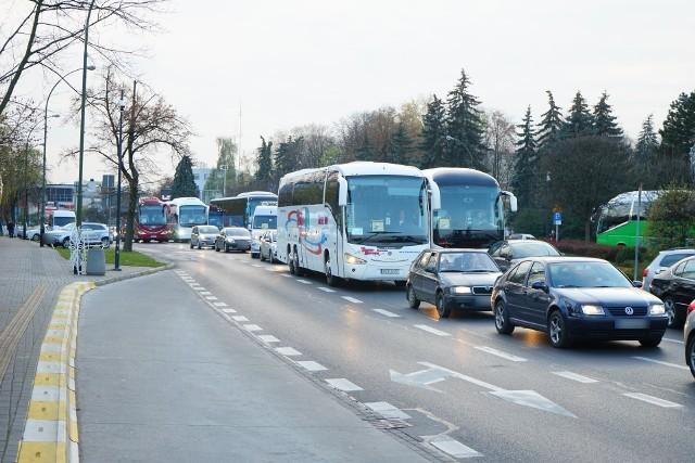 Problem nie dotyczy tylko gminy Strzyżów, bo przewoźnicy protestują w całym kraju. Z powodu pandemii koronawirusa ich przychody się zmniejszyły i mają problemy z utrzymaniem firm