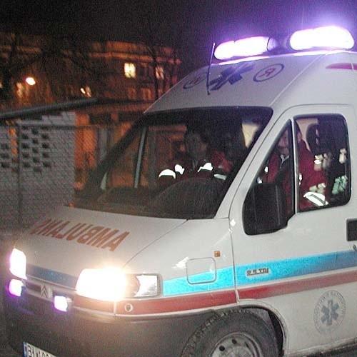Funkcjonariusze wezwali karetkę do poparzonej kobiety. Pogotowie udzieliło jej pierwszej pomocy i odwiozło do szpitala.