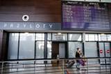 Zmiany dla podróżnych. Będzie obowiązkowa kwarantanna dla osób wracających z zagranicy. Rząd przedstawił szczegóły