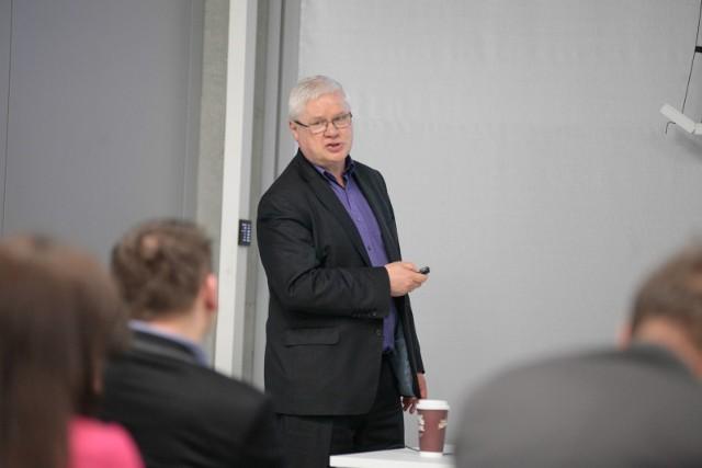 W gronie wykładowców można znaleźć takie nazwiska jak prof. Jerzy Hausner (na zdjęciu)