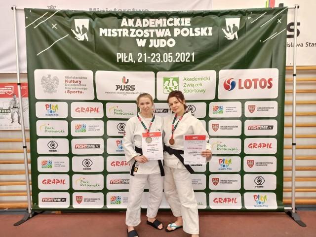 Maryla Kostyra i Katarzyna Korolczuk z medalami AMP w judo