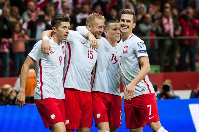 Polscy piłkarze zyskują na wartości z każdym udanym sezonem w zagranicznych ligach. Zdecydowana większość z nich grała w poprzedniej edycji rozgrywek regularnie i z powodzeniem, dlatego nowe zestawienie jest wyjątkowo dobre dla naszych reprezentantów. Oto najdrożsi Polacy na rynku transferowym.