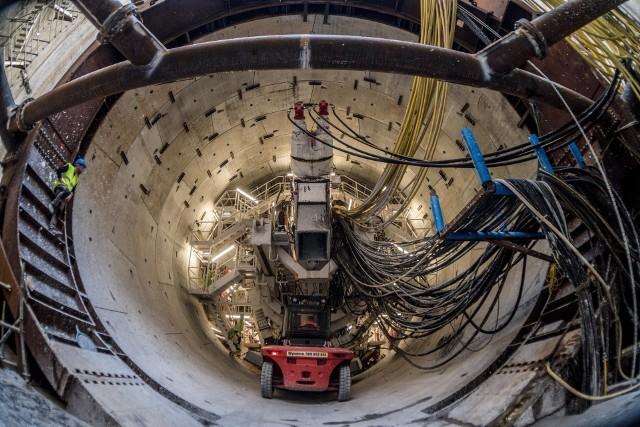Maszyna drążąca w komorze startowej