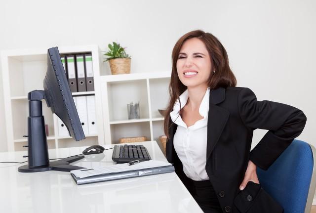 Nie jest tajemnicą, że osoby spędzające w pracy dużo czasu w pozycji siedzącej mają problemy z prawidłową postawą przed komputerem