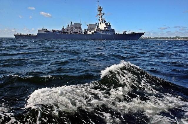 """Manewry morskie Baltops 20154 czerwca do Gdyni zawinął pierwszy z okrętów biorących udział w manewrach Baltops 2015, a konkretnie przystosowana do zwalczania okrętów podwodnych niemiecka fregata """"Lubeck"""". Do godz. 10.30 w gdyńskich portach zacumowały kolejne cztery jednostki - kanadyjski """"Fredericton"""", turecki """"Goksu"""" oraz amerykańskie """"Vicksburg"""" i """"Jason Dunham"""". Czytaj więcej:   Manewry morskie Baltops 2015. Do Gdyni wpłynęły okręty wojenne [WIDEO,ZDJĘCIA]"""