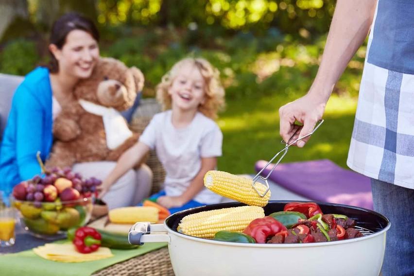 Zdrowo i kolorowo - to główna zasada grillowania z dziećmi.