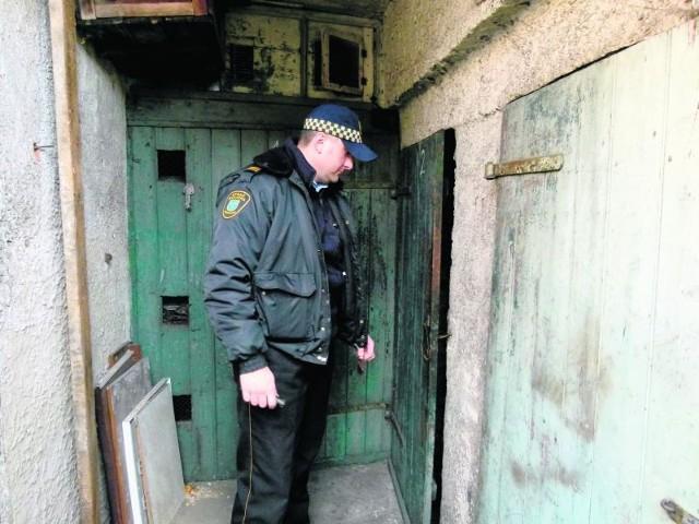 Sąsiedzi powiadomili o sytuacji strażników miejskich.