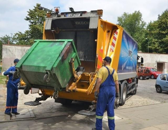 Najszybszym sposobem na kontakt z firmą wywożącą śmieci okazuje się osobista rozmowa z jej pracownikami.
