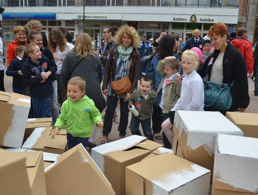 Happening na Pasażu Schillera. Dzieci z autyzmem mają swoje miejsce w szkole [ZDJĘCIA]
