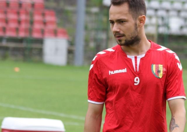 Mariusz Rybicki we wtorek trenował już na pełnych obrotach. Liczy na to, że w meczu z Piastem zadebiutuje w barwach Korony.