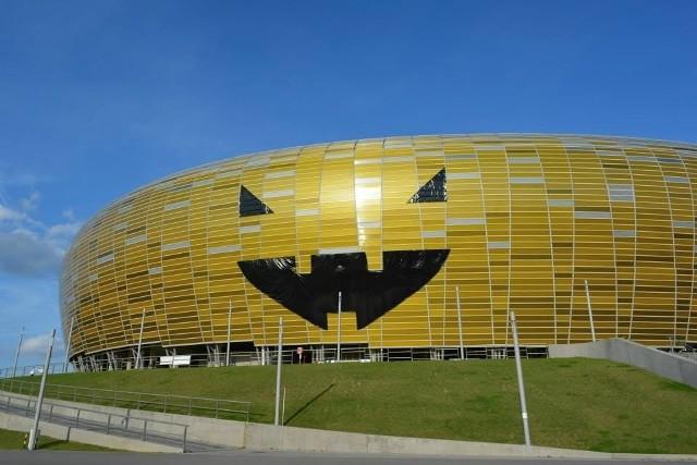Stadion w Gdańsku Letnicy stroi się już na piątkową imprezę Halloween. Arena kolejny raz zmieni się w wielką dynię
