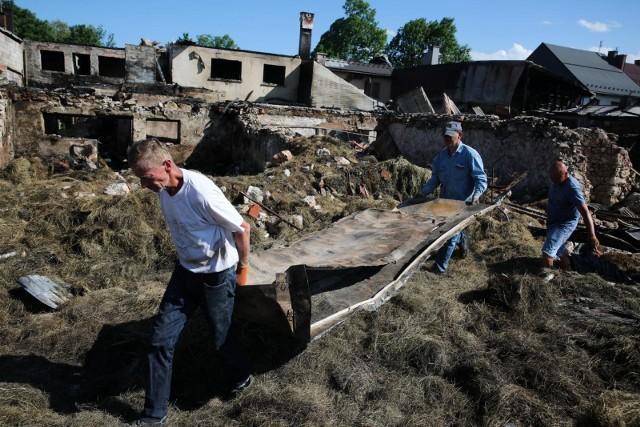 Mieszkańcy Nowej Białej już nieco otrząsnęli się po tragedii, teraz chcą jak najszybciej odbudować swoje domy