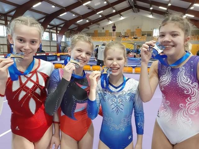 Skoczkowie podczas grudniowych Mistrzostw Polski wywalczyli łącznie cztery medale. Były wśród nich dwa złota, srebro i brąz.