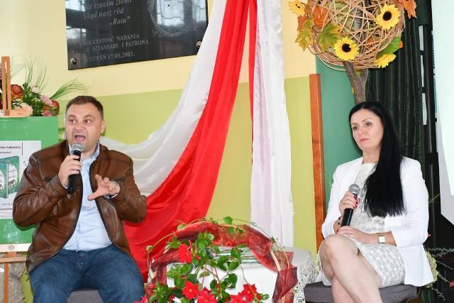 W wydaniu książki pomógł autorce dyrektor Gminnego Ośrodka Kultury w Gorzycach Piotr Duma, który poprowadził też wieczór autorski