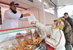 Źródłem znaczących oszczędności w wydatkach na żywność może być robienie zakupów na targowiskach.