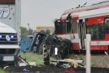 Wypadek na obwodnicy Murowanej Gośliny. Szynobus zderzył się z ciężarówką. Ranny został kierowca tira i dwie osoby z obsługi pociągu [FOTO]