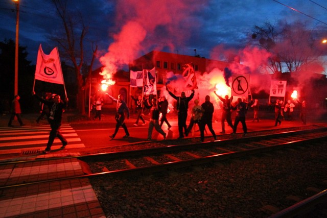 Kibice Lecha Poznań idą ulicami miasta na stadion!