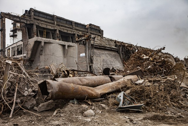 Kraków Nowa Huta. Tak znika cementownia, która kiedyś była prężnie działającym zakładem.