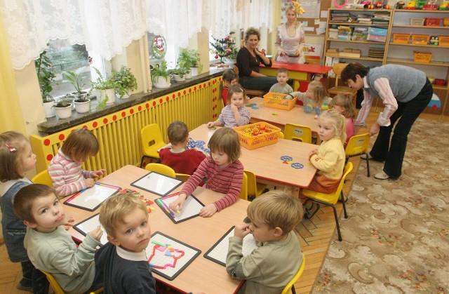 Być może w przyszłym roku szkolnym w przedszkolu na ul. Tomaszowskiej nie będzie się już bawiło tyle dzieci.