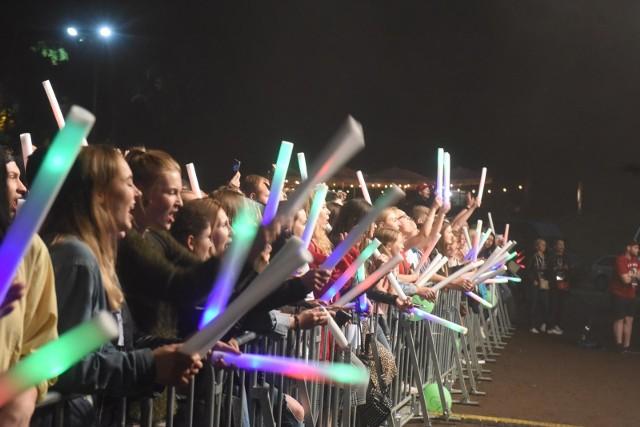 Na zabawę przy bachanaliowych koncertach poczekamy przynajmniej do października.