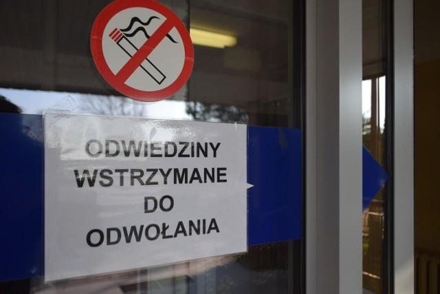 Jarosław Obremski raz jeszcze przypomina o zakazie odwiedzin w szpitalach. To bardzo ważne, bo pacjenci to często osoby o obniżonej odporności