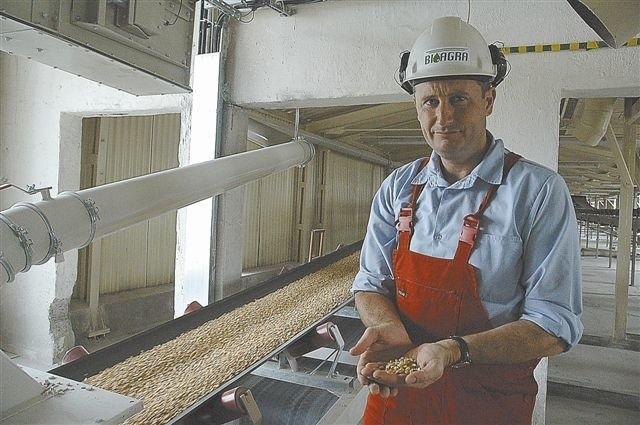 W elewatorze kukurydza jest gromadzona. Stąd trafia na przemiał i do procesu technologicznego. Tak powstaje alkohol etylowy - wyjaśnia Krzysztof Brymora. Fot. Kla