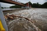 Ulewne deszcze na Dolnym Śląsku. Stany alarmowe na rzekach przekroczone