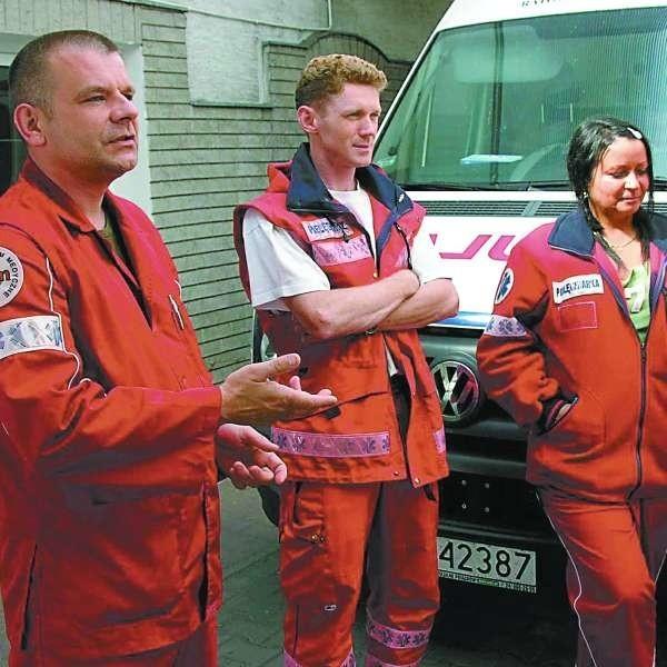 - Jeździmy w jednym zespole, więc podwyżki powinni dostać wszyscy - mówili już w maju  ratownik Dariusz Maras (pierwszy z lewej), pielęgniarz Damian Resiak, pielęgniarka Beata Mieczkowska.