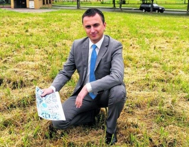 Michał Freino jest nowym dyrektorem WORD-u Białystok. Na zdjęciu jako inicjator budowy miasteczka ruchu drogowego w ramach budżetu obywatelskiego.