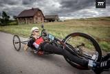Kolarz i paraolimpijczyk zaatakowany podczas treningu. Pod Wrocławiem rzucił się na niego syn wójta