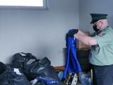 Podróbki na bazarze w Zielonej Górze. Zarekwirowano 2240 szt. podrabianej odzieży