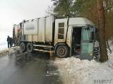 Śmieciarka wjechała w drzewo w Kotorzu Wielkim. W Laskowicach ciężarówka uderzyła w skrzynkę energetyczną