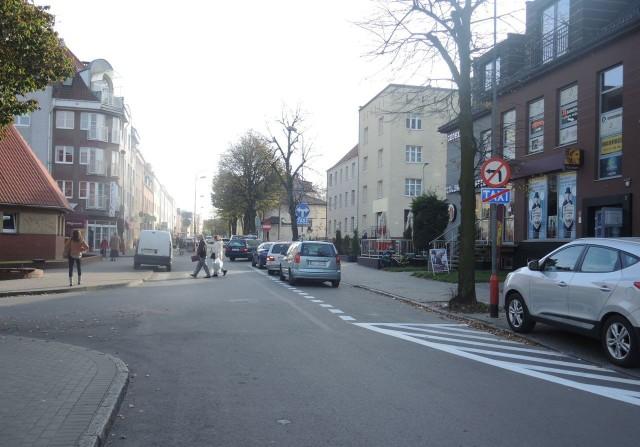 Na ulicy Słowackiego wyznaczono postój taxi, ale często jest on zajęty przez auta innych kierowców. Nie brakuje też osób parkujących poza wyznaczonymi miejscami.