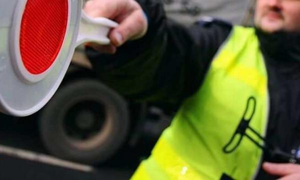 Trwa pościg za kierowcą, który w centrum Szczecina potrącił policjantkę.