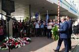 Poznań: Obchody 63. rocznicy Poznańskiego Czerwca 1956 r. Uroczystości przy bramie głównej Zakładów Hipolita Cegielskiego [ZDJĘCIA]