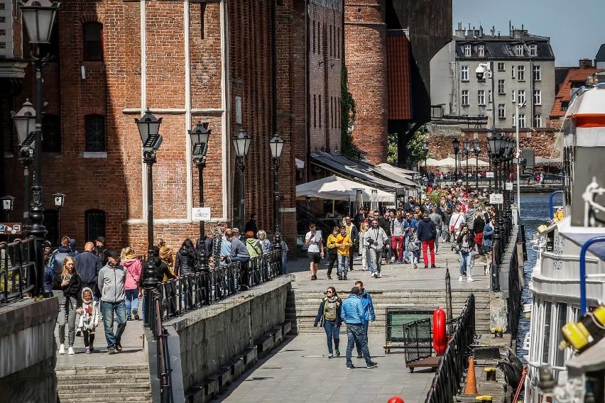 w sobotę tłumy pojawiły się na głównych turystycznych szklakach Gdańska.