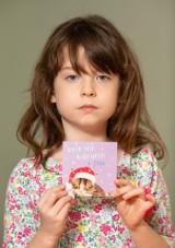 6-letnia Florence Widdicombe kupiła w Tesco świąteczną kartkę. W środku znalazła wiadomość od niewolników pracujących w chińskim obozie