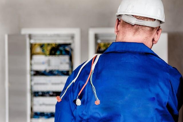 Polska Grupa Energetyczna planuje czasowe wyłączenia prądu w naszym regionie. Zobacz, gdzie, kiedy i jak długo zabraknie energii elektrycznej w naszych domach. Publikujemy tygodniowy szczegółowy wykaz miejscowości z województwa podlaskiego, w których zabraknie prądu