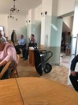 Taczki dla wójta zamiast absolutorium. Widowisko na sesji Rady Gminy Jerzmanowice-Przeginia