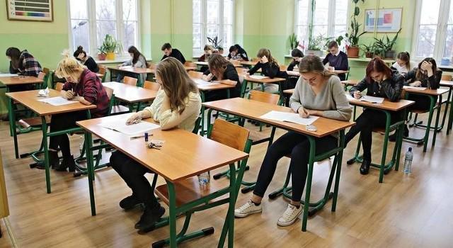 Dyrekcja szkoły walczy o pozostanie na os. Szkolnym