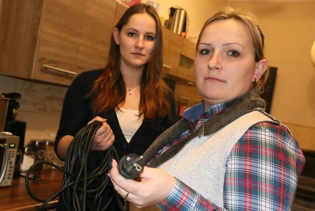 - Przez trzy tygodnie ciągnęłam prąd od siostry - narzeka Patrycja Nowakowska (z prawej).