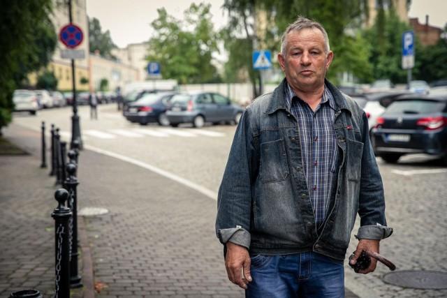 - Moim zdaniem ci panowie nie zasługują na pracę w Straży Ochrony Kolei, gdyż swoim zachowaniem przynoszą wstyd dla tej formacji - uważa Andrzej Cybulski.